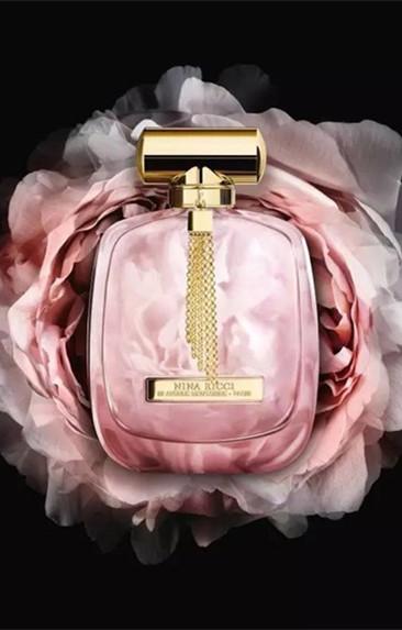 """莲娜丽姿化妆品品牌推出第三个""""主打型""""香水线"""