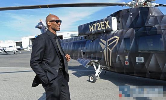 科比生涯告别战 乘坐私人直升机赴赛场霸气十足