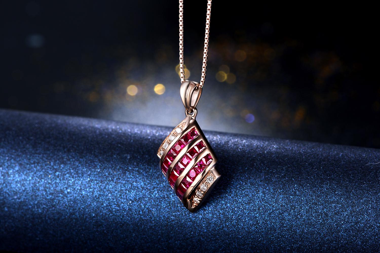 佐卡伊珠宝玫瑰18K金1克拉红宝石吊坠_珠宝图片