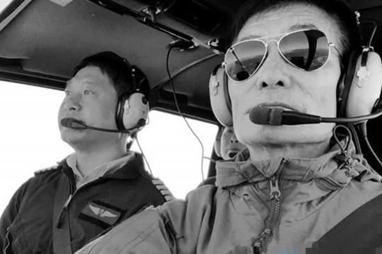 63岁退休老人学飞机驾照 只为飞行梦想