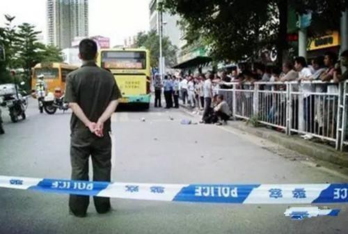 深圳学生遭公交车碾压 你家孩子买了健康险了么?