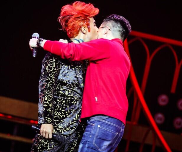 陈志朋演唱会献吻苏有朋 吴奇隆工作原因未到场