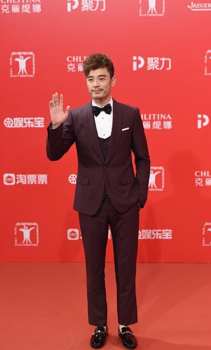 李光洁亮相上海电影节 迷人大长腿吸睛无数