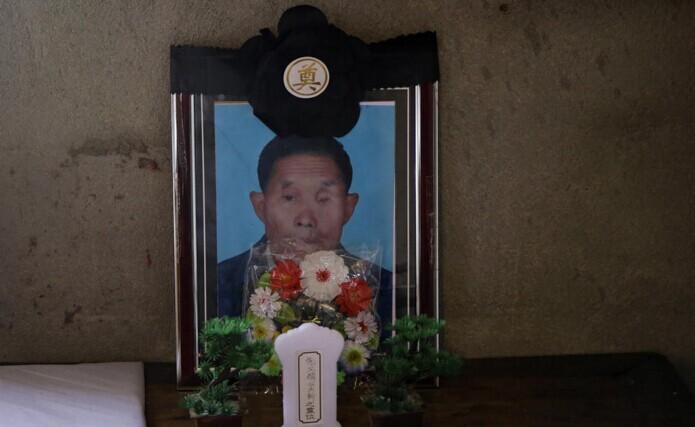 江苏龙卷风后 两场老人的葬礼