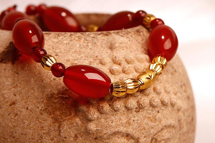思无邪珠宝绿红玛瑙红绳足金手链手镯_珠宝图片