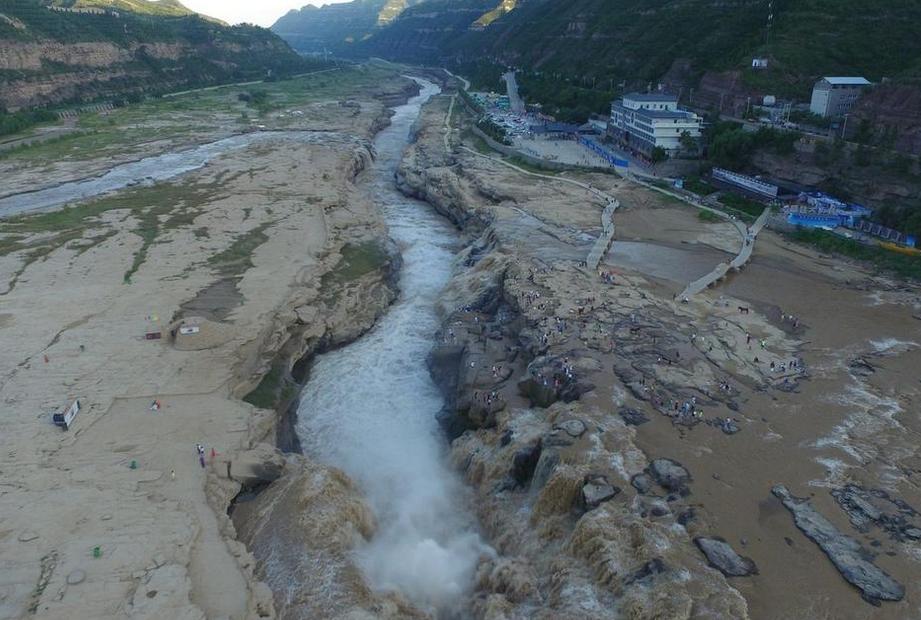 山西临汾黄河壶口瀑布入汛 浊流滚滚奔腾而下气势磅礴