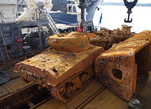 俄军打捞二战美军坦克 70年后得以重见天日