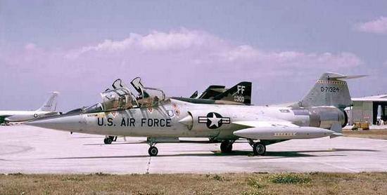 加足马力向敌机冲去 1965年中国战机击落美机