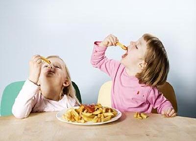 这五个坏习惯 影响孩子的食欲