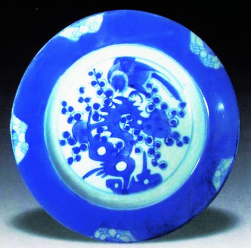"""清德化窑""""喜上梅梢""""纹青花瓷盘收藏鉴赏"""