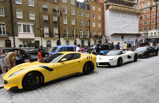 90后卡塔尔土豪伦敦度假 空运豪车铺满半条街