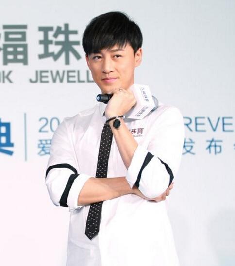 林峯现身六福珠宝新品发布会 与来宾一起解读全新设计