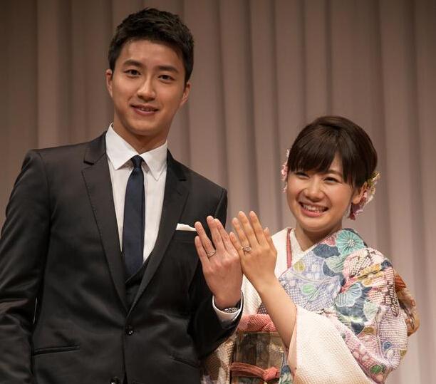 先整个戒指在整个世界 江宏杰福原爱台北发布会甜蜜秀婚戒