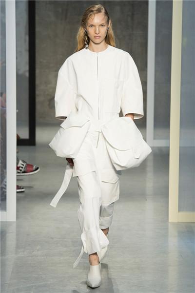Marni(玛尼)于米兰时装周发布2017春夏系列时装秀