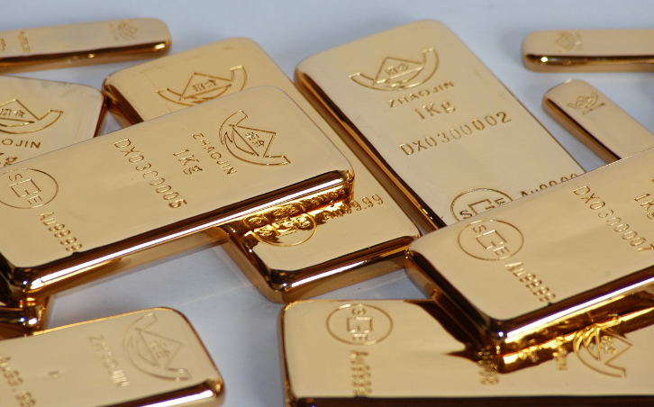 避险助力黄金上涨 金价回调低位分批多