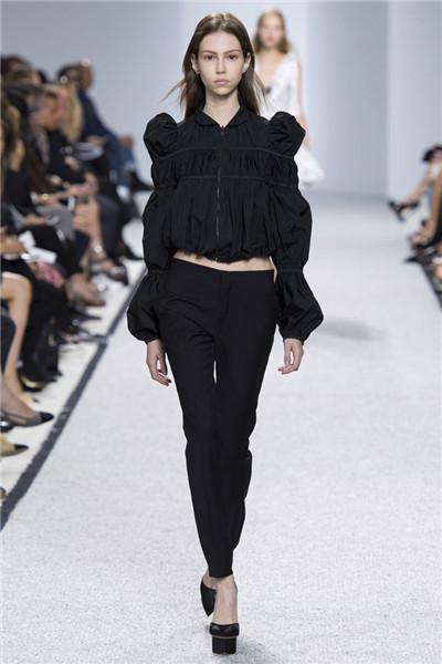 Giambattista Valli服装品牌于巴黎发布2017春夏系列