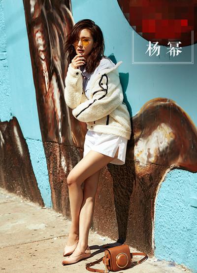 学杨幂秋季街拍造型 穿上羊绒大衣性感又温暖