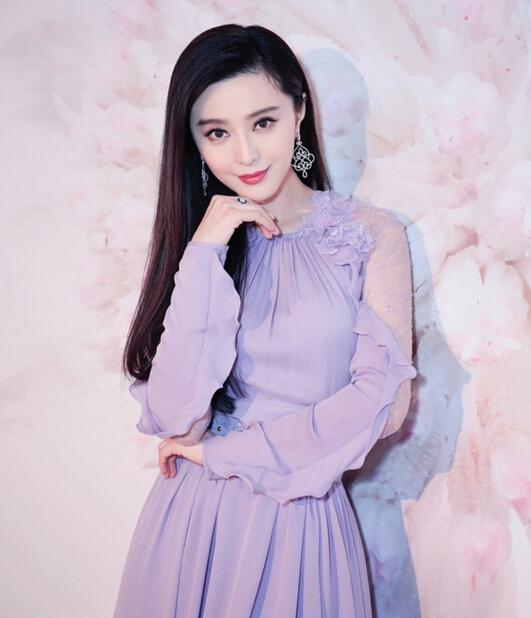 范冰冰淡紫长裙配闪耀珠宝出席活动 美得刚刚好!