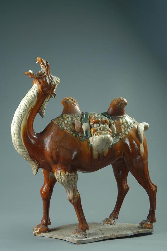 洛阳博物馆藏唐三彩载丝骆驼收藏鉴赏
