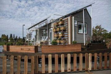 美国学生低开销建造太阳能房子