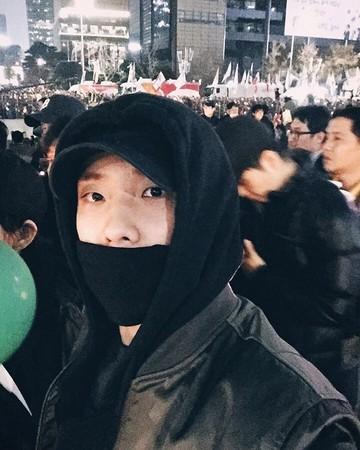 韩国民众上街静坐抗议 刘亚仁李准现身其中
