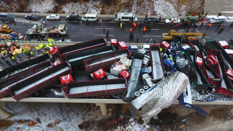 京昆高速多车相撞最新消息 已致17死37伤56辆车受损
