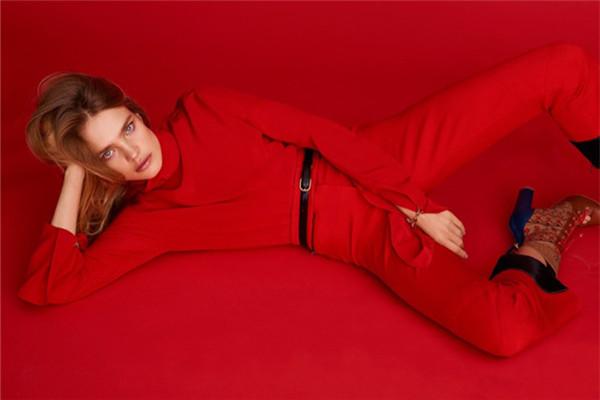 超模Natalia Vodianova登上《Harper's Bazaar》杂志封面