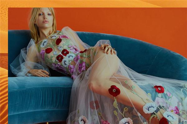 超模Daphne Groeneveld登上《Elle》杂志12月号封面