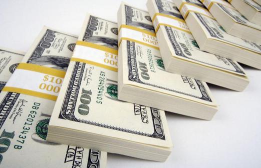"""美元暴涨让这一货币近""""腰斩"""" 崩盘在即?"""