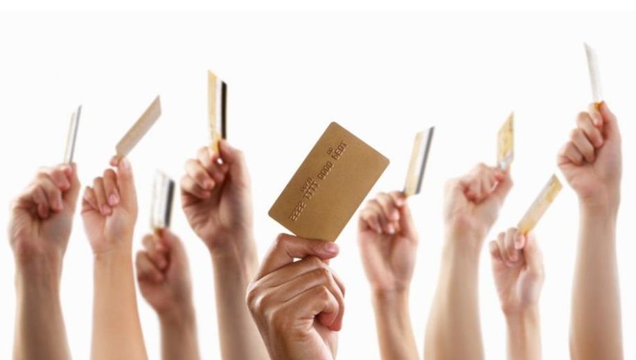 面对N多张闲置银行卡 究竟该如何处理