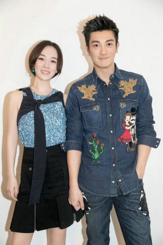 曝杜江霍思燕写真 高颜值夫妇呈现出完美穿搭