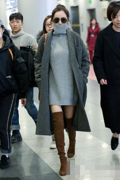 杨幂最新机场街拍示范 露出美腿轻松摆脱臃肿