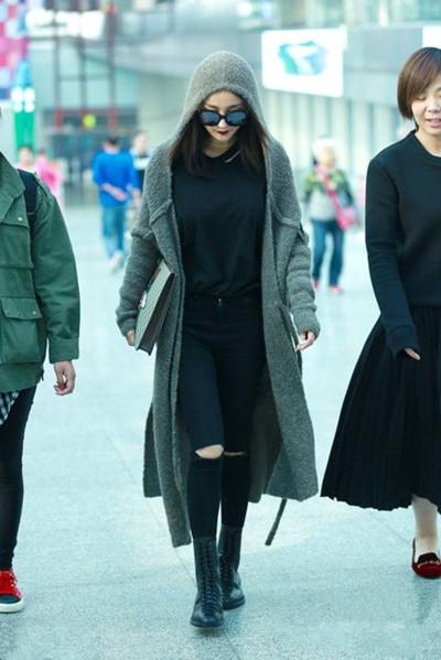 杨幂街拍造型示范 深灰色毛线大衣利落干练