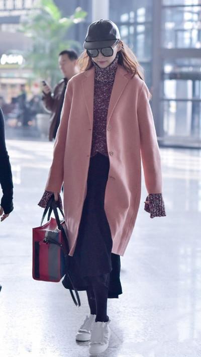 唐嫣秋冬街拍穿搭示范 十次九次是穿大衣!