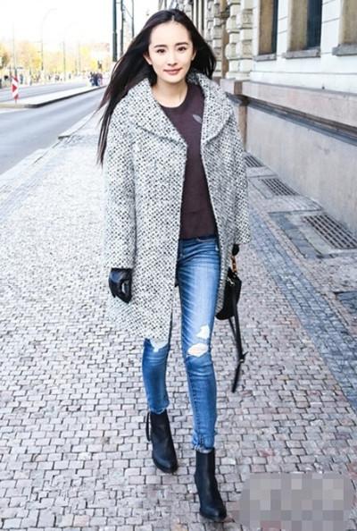 杨幂冬季私服街拍示范 大衣搭配实用又显气场