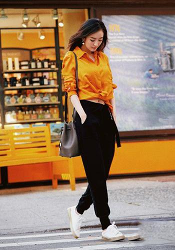 杨幂私服街拍造型示范 实用穿搭适合普通女孩