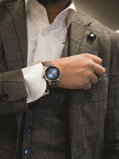 亨利慕时名表品牌推出全新勇创者两地时间概念腕表