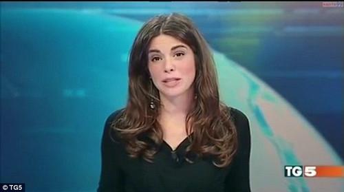 女播报员着装尴尬底裤被全国观众看光 女播报员着装尴尬是无知吗?
