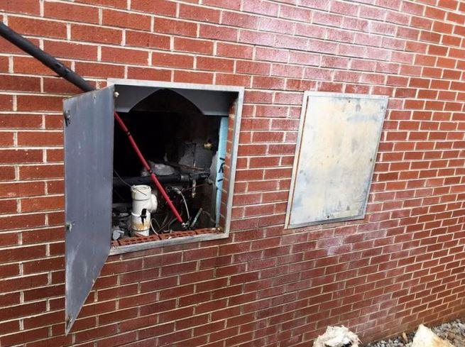 现实版肖申克救赎 6名越狱犯挖通厕所外墙