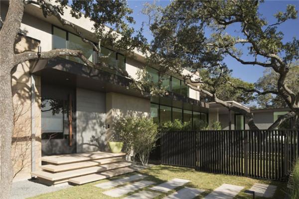 天际线豪宅:建立自然与宅基地之间强烈的联系