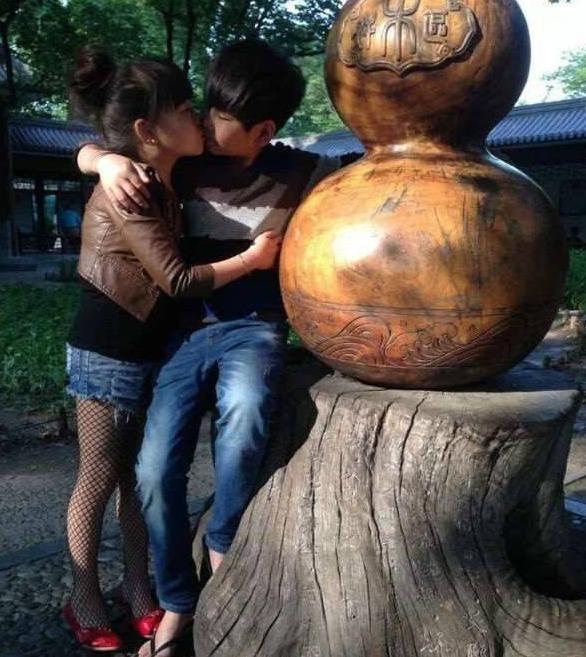 10岁小情侣结婚 背后的故事让网友纷纷都献上祝福!