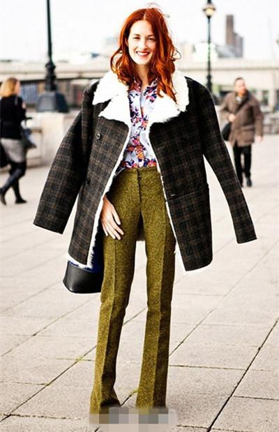 达人穿衣搭配技巧示范 喇叭裤让你找回80年代复古风潮