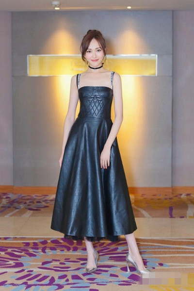 2017服装流行趋势示范 Dior这件吊带裙你必须有