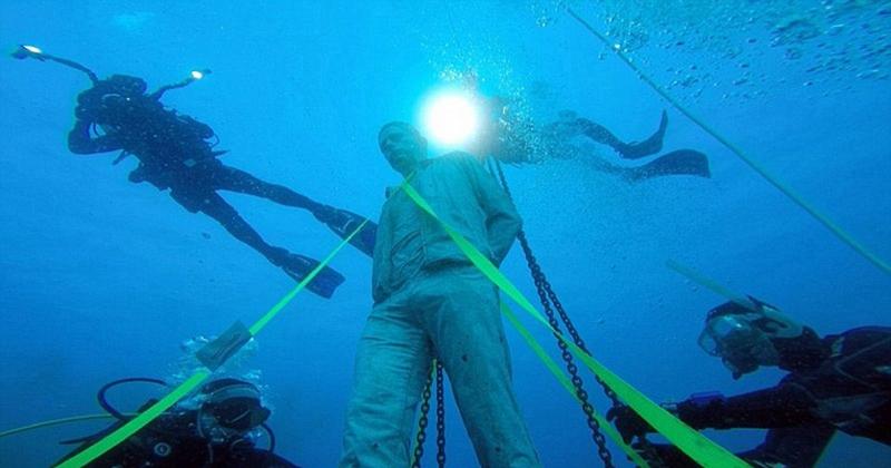 欧洲首家水下雕塑博物馆开业