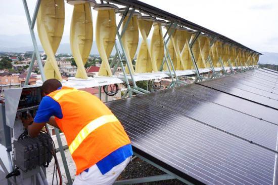 俄罗斯科学家研制风能太阳能两用发电装置