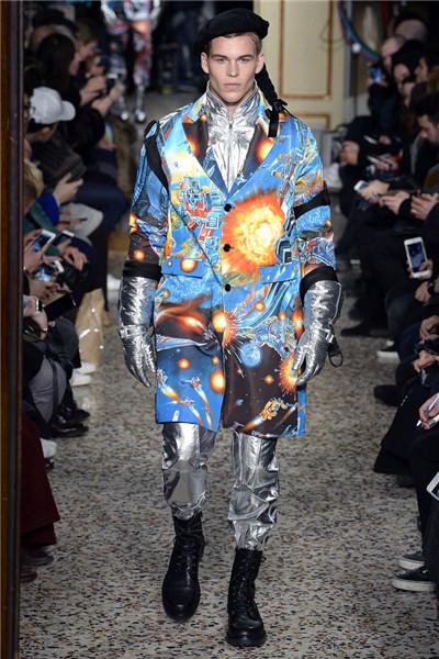 Moschino于米兰男装周发布2017秋冬男装系列