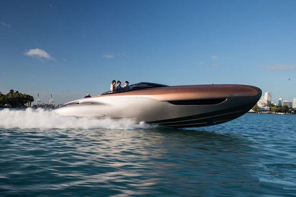 Lexus(雷克萨斯)发布旗下首款概念运动游艇