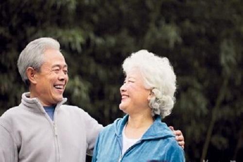 2017年哪些养老保险适合50岁老年人?