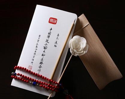 中国传统工艺大师手绘红木家具珍藏本面世