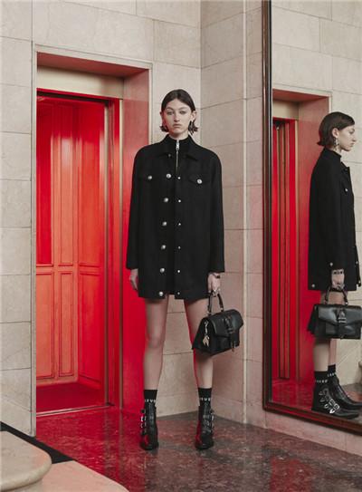 Versus Versace发布2017早秋系列时尚型录